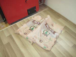 Η φωτογραφία 12. Τα μεταχειρισμένα πακέτα των πέλλετ Virgin Wood από Strobile